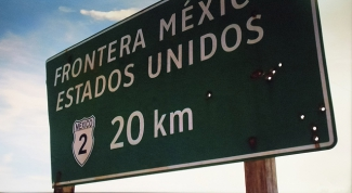 Sign indicating the border between Mexico and the United States