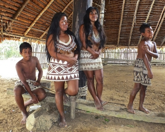Comunidad de indigenas Boras, cerca de Iquitos en el Amazonas de Perú