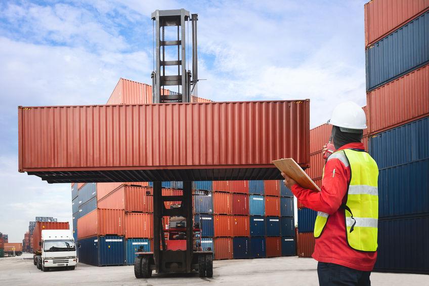 Foreman supervises cargo