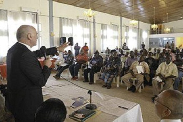 Visiting UN systems Coordinator on Ebola, Dr. David Nabarro, addresses local residents of Paynesville, a suburb of Liberia's capital Monrovia. Photo credit: UNMIL Photo/Emmanuel Tobey