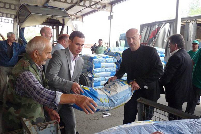 Farmers in Trstenik are among the first to receive a delivery of animal feed