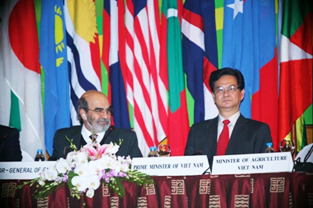 The Prime Minister of Vietnam (right) and FAO General Director (left)