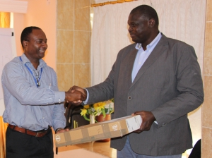 FAO Africa's Head grants laptop to participants at Digital Soils Mapping Workshop (FAO Photo)