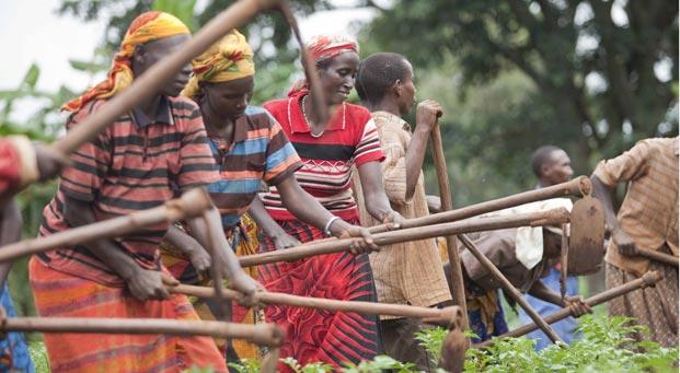 Sesiona debate sobre la mujer rural y su papel ante el hambre