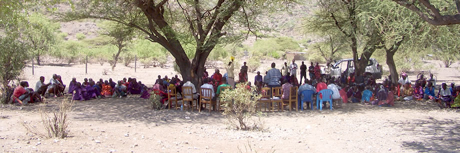 Project meeting, Engaresero Maasai Pastoralist Heritage Area (Tanzania). © FAO/David Boerma.